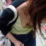 胸チラ画像。熟女、人妻さんの乳首まで見えた胸チラ画像まとめ。