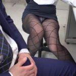 女子社員ばかりの部署で黒パンストから透けたパンチラに勃起する無料OL動画